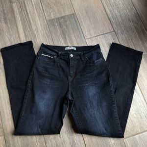 Levis's perfectly slimming 512 straight leg 10